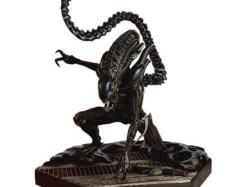 Alien and Predator Mega Xenomorph Warrior Special Statue with Collector Magazine #9 – Free Shipping